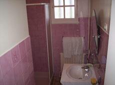 salle de bain lumineuse de la perigourdine